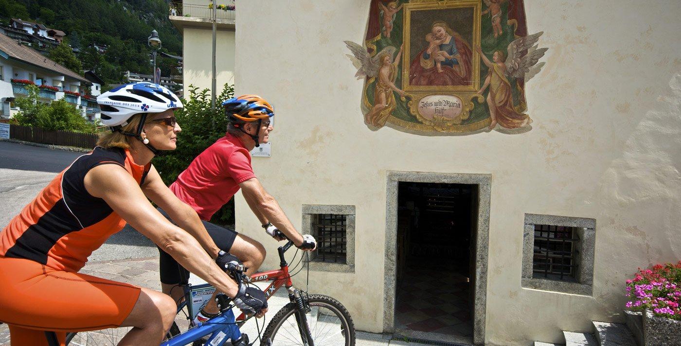 Sulla pista ciclabile della Val Pusteria lungo il fiume Rienza